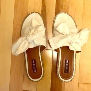 Shoes - Kitchen lab white sandals size 10